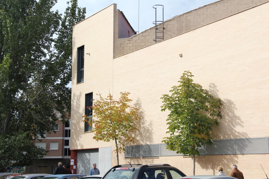 Ampliación de polideportivo municipal. Superficie: 261,18 m2. Carretera de Alovera, s/n. Azuqueca de Henares. Guadalajara. 2009