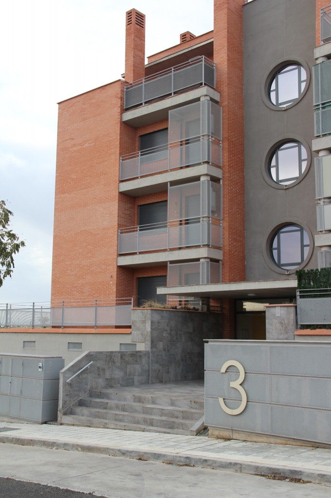 Edificio de 120 viviendas de protección oficial precio tasado, garajes y trasteros. Superficie: 12.711 m2. Sector R4, Juanjordana Parcela 93. Villanueva de la Torre. Guadalajara. 2007
