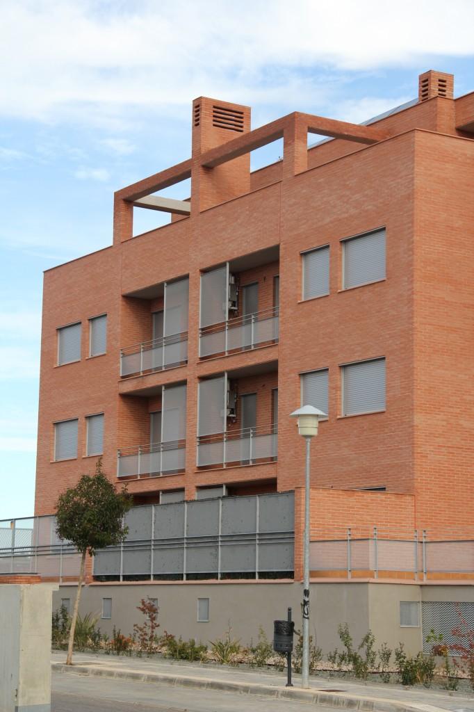 Edificio de 50 viviendas de protección oficial de precio tasaso, 50 garajes y 50 trasteros. Superficie: 4.937,26 m2. Sector R9. Parcela 55. Villanueva de la Torre. Guadalajara. 2009