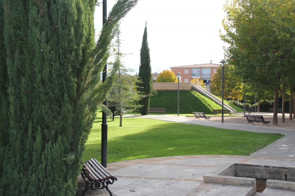 Parque municipal. Superficie: 3.770,31 m2. Senda de San Lorenzo s/n. Azuqueca de Henares. Guadalajara. 2000
