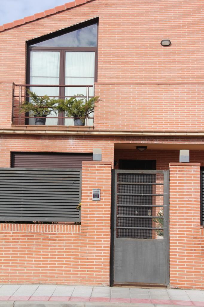 Vivienda unifamiliar en calle Serrano, 40 esquina calle Chapí. Superficie: 488,69 m2. Azuqueca de Henares. Guadalajara. 2004