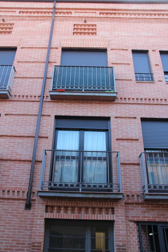 Edificio de 19 viviendas, garajes y trasteros. Superficie: 2.448 m2. Calle del Pez, 9 y 11. Azuqueca de Henares. Guadalajara. 2005