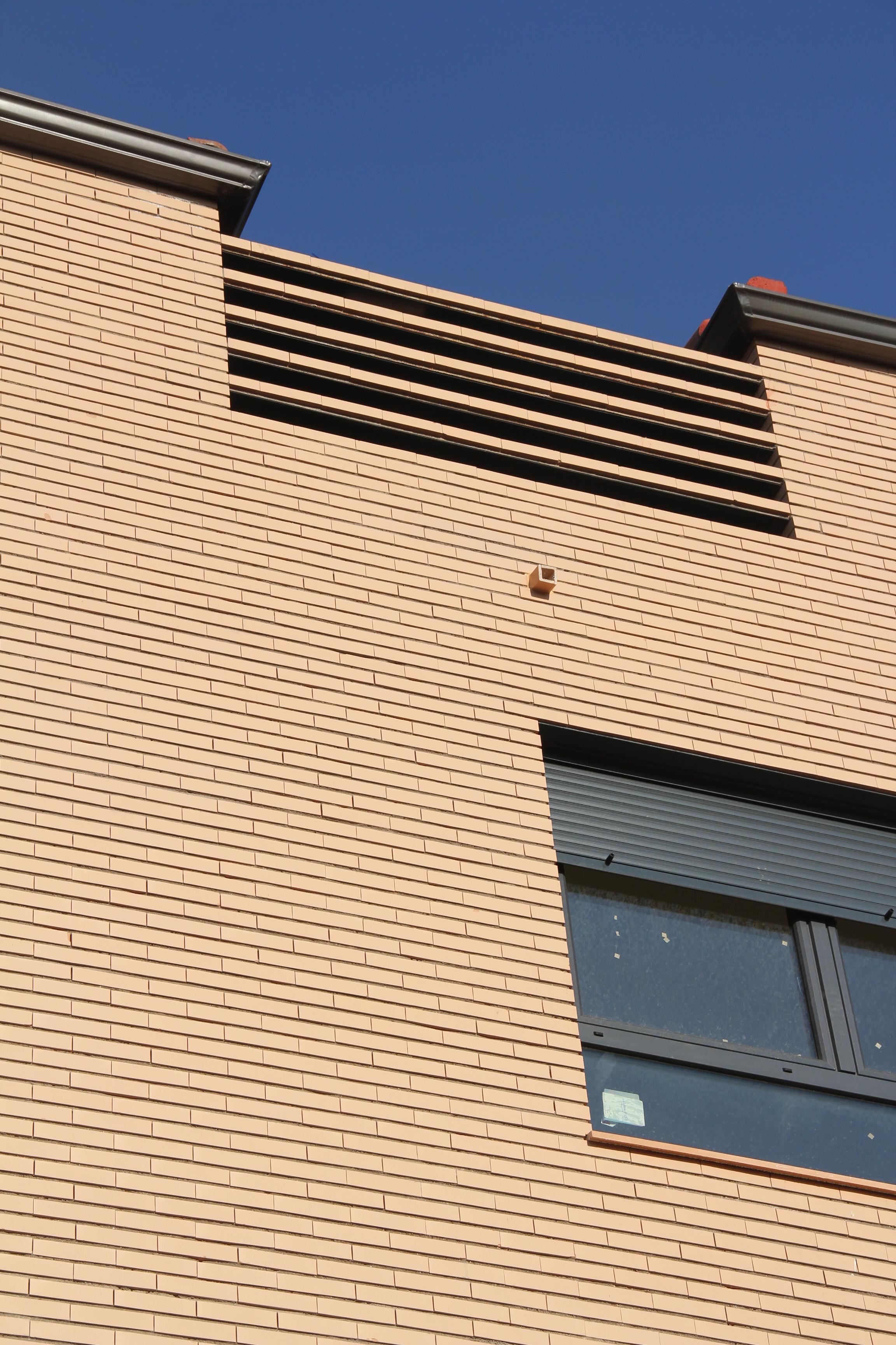 ALZADO A PLAZA. Edificio de 4 viviendas y 4 trasteros. Superficie: 395.38 m2. Pza. Ramón y Cajal, 11. Azuqueca de Henares. Guadalajara. 2010