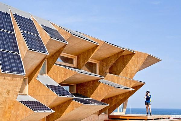 Integración de captadores solares en el pabellón Endesa, Instituto de Arquitectura Avanzada de Cataluña, 2012.